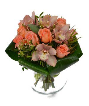 Buchet cu orhidee și trandafiri