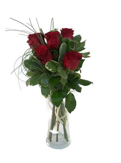 Buchet pasional cu 5 trandafiri rosii
