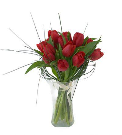 Buchet cu 15 lalele rosii. Cadouri si flori online.