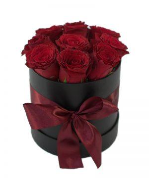 Cutie elegantă cu 11 trandafiri roșii