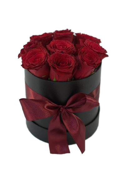 Aranjament pasional, în cutie, cu 11 trandafiri roșii