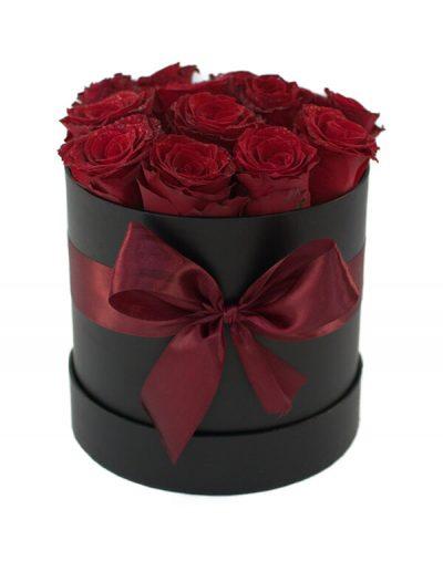 Aranjament romantic în cutie cu 13 trandafiri roșii