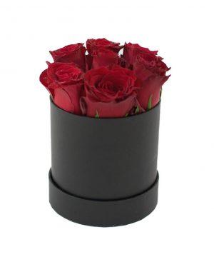 Cutie elegantă cu 7 trandafiri roșii