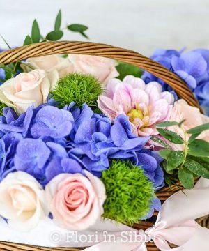 """Coș cu flori """"Albastrul cerului"""""""