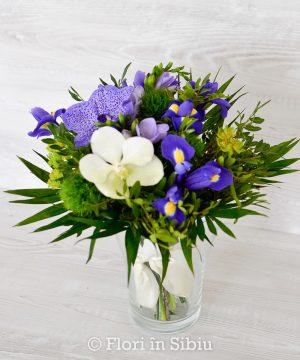 Buchet cu iris și orhidee