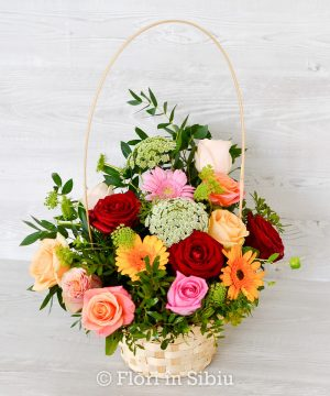 Coșuleț elegant cu trandafiri