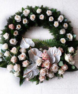 Coroana funerara cu flori albe