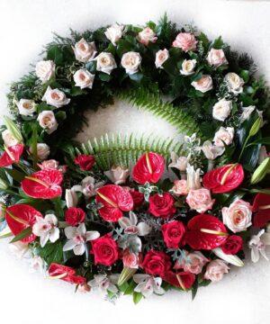 Coroana funerara cu trandafiri si anthurium