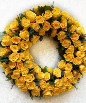 Coroana funerara cu 101 trandafiri