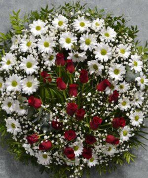 Coroană rotundă cu crizanteme și trandafiri