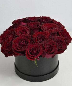 Cutie cu 21 trandafiri roșii