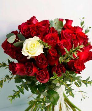 Buchet cu 37 trandafiri