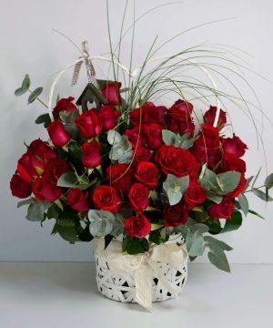 Coș cu 49 trandafiri roșii